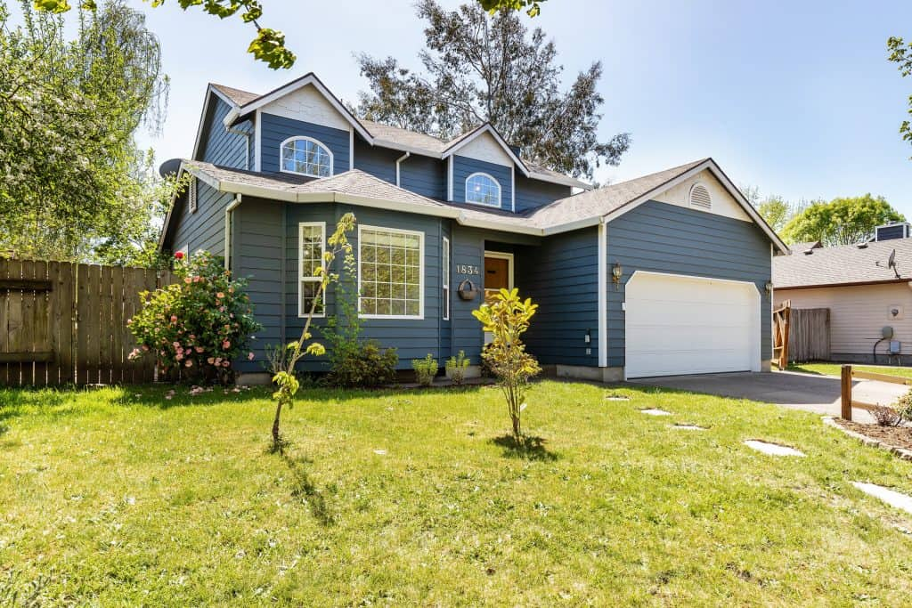 3 bedroom, 2.5 bath, 1582 sqft home in McMinnville